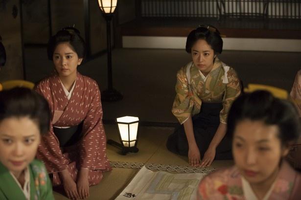 【写真を見る】反乱軍が萩城を取り囲み、美和(井上真央)たちも戦いの準備を... 【写真を見る】反