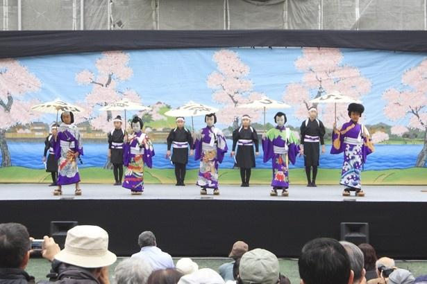 【写真を見る】子供たちが歌舞伎を上演する「新富座こども歌舞伎」