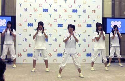 さすがの踊りを披露したAKB48