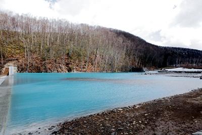 「美瑛川」は下流でも、しばらくは青い流れが続くのが特徴