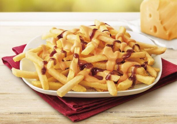 マクドナルドは、新サイドメニュー「クラシックフライ バーベキュー&チェダーチーズソース」(単品330円 )を新発売