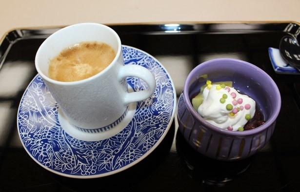 コース料理の最後には、甘味と共に「ネスカフェ 香味焙煎 究み」が提供される