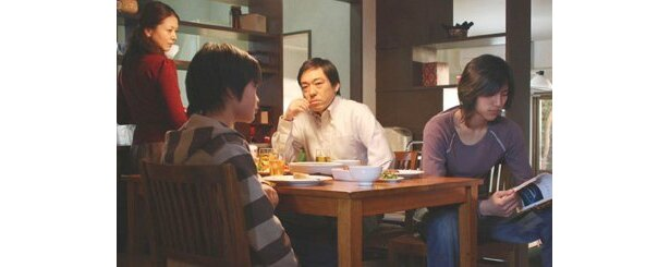 黒沢監督が「家族」をテーマに撮った、香川照之、小泉今日子共演の『トウキョウソナタ』