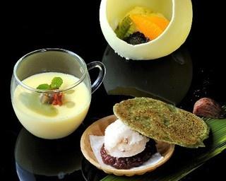 写真手前から「栗のアイス最中と煎茶のチュイル抹茶ソース添え」「マロンプリン お好みで抹茶ソース」「アイスとフルーツのチョコドーム仕立て 抹茶ソースで演出」