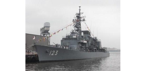 海上自衛隊 護衛艦「しらゆき」は圧巻の大迫力!!