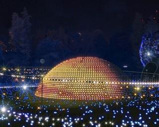 芝生広場に現れる「ヴィジョンドーム」。フルカラーLEDで様々な惑星を表現する