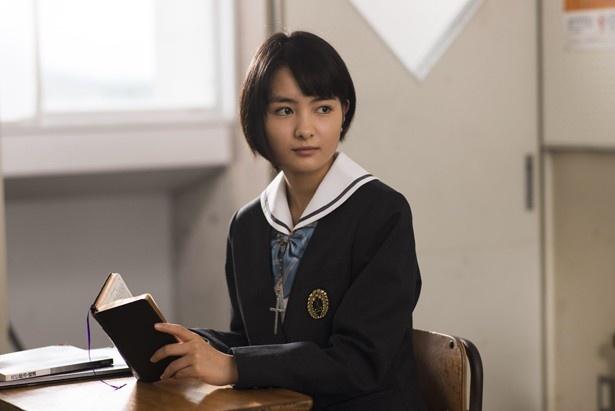 名門女子校に通う信心深いクリスチャン・笹川七緒を演じた葵