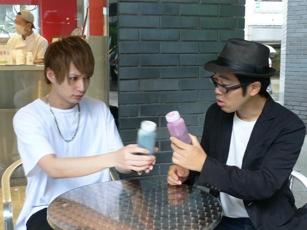 10月ゲストの井深克彦とドランクドラゴン・鈴木拓(写真左から)