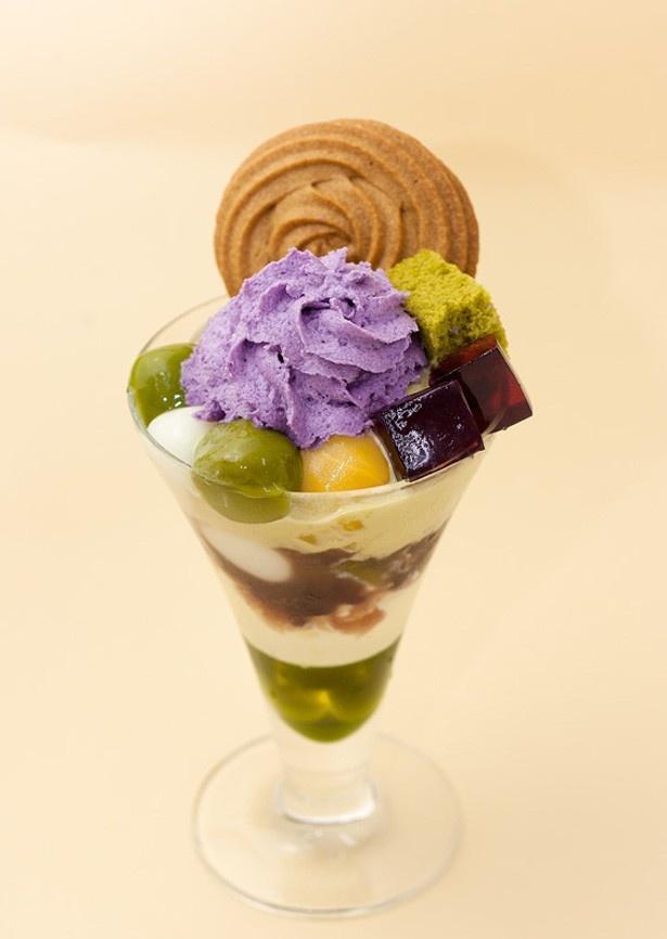 玄米茶をふんだんに使った、京都伊勢丹店限定の「秋の桜」(1201円)