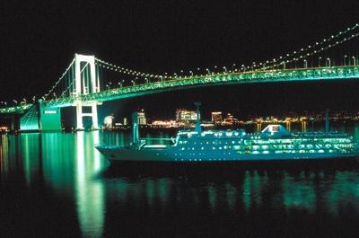 こんな美しい眺めを堪能できるのも、「東京湾納涼船」ならでは