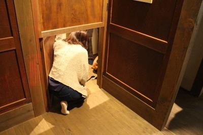 小さな出入り口をくぐり抜けたりと、大人も童心に返って楽しめる仕掛けが満載だ
