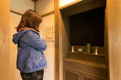 大人でも困難を極める、仏壇の間。仏壇に隠された秘密を解明すれば、次の部屋に進むことができる