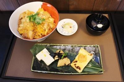 食事処「雪月風花」では、「山梨銘柄鶏『健味どり』の親子丼膳」(1850円)も用意。こだわりの卵でとろとろに仕上げている