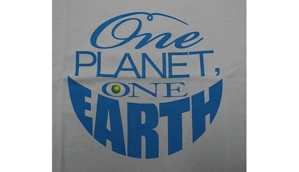 宇宙も世界も1つだと訴える安藤忠雄
