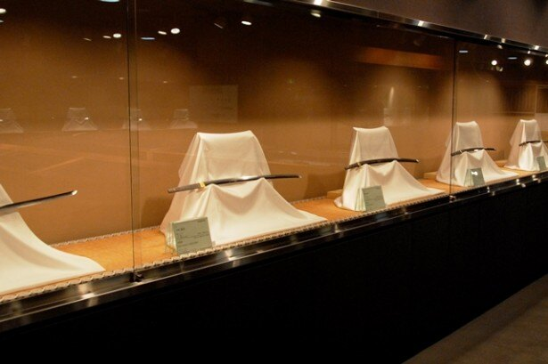 刀剣博物館は、刀剣・刀装・刀装具類など約450点を所蔵。中には「延吉(のぶよし)」といった国宝指定の逸品も