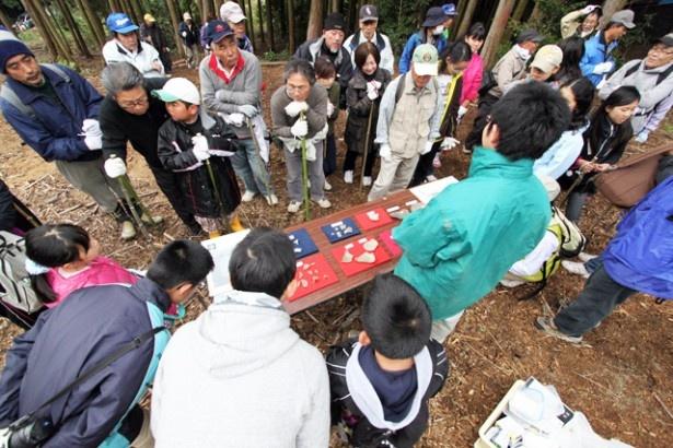 久山町の「国史跡首羅山遺跡見学会」はファミリーに人気のイベント