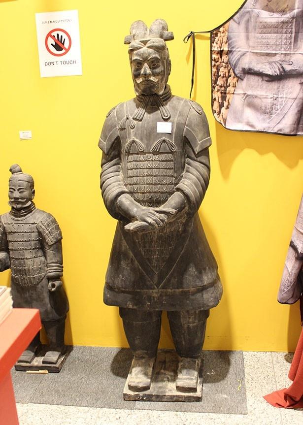 グッズショップには「陶器 将軍俑 」(21万6000円)もラインアップ!