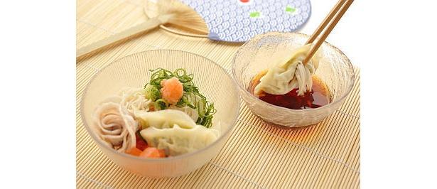 ソーメンと食べる「豚しゃぶソーメン餃子」(580円/三よ志)