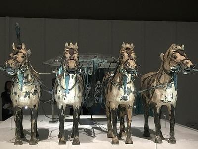 始皇帝の御用車も展示されている