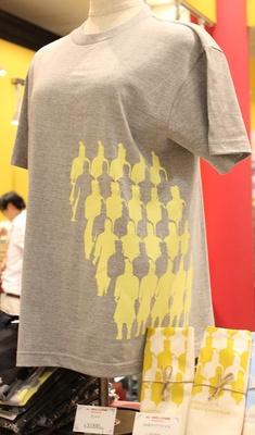 兵馬俑がプリントされた「Tシャツ」(3000円)