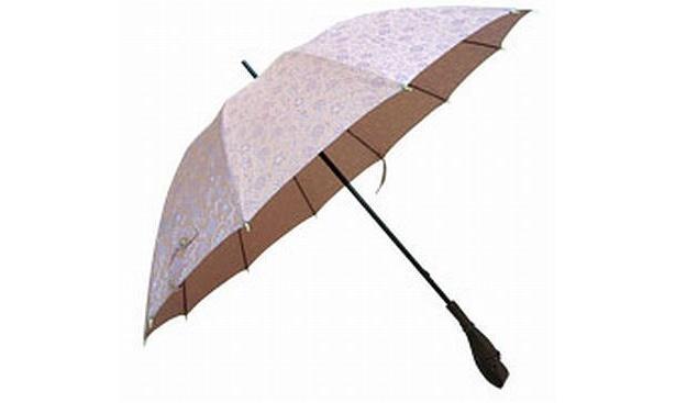 今年の傘のトレンドは「オシャレなビニールカサ」と「老舗のカサ」の2極化傾向【商品画像など】