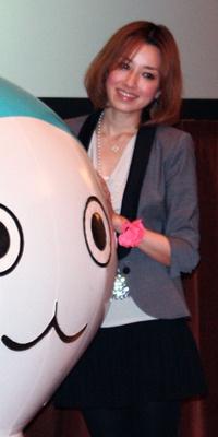 仁香さんのこのポージングは、さすが! ぴちょんくんもちょっとかっこよく見えるから不思議…