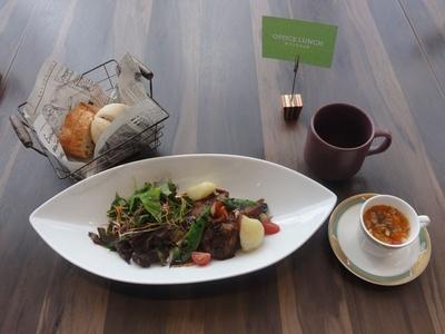 「Dining&Bar LAVAROCK」ではランチのみの利用もでき、平日限定のオフィスランチは1,000円から(税・サ別)