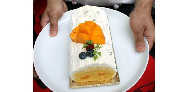 宮崎マンゴーをたっぷり使った、フルベジの「宮崎マンゴーロール」(ロール1950円・カット650円)も、「ロールケーキ・フェスタ」で食べられる