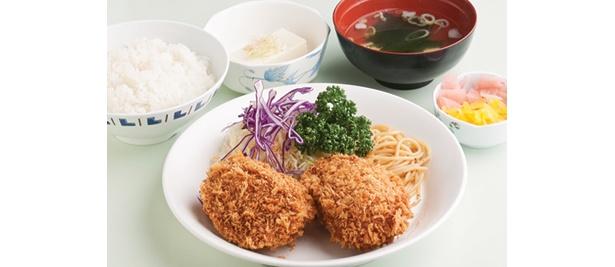 世田谷区の「職員食堂ワードプラザ」は、栄養士によるバランスのいいメニューが豊富。日替わりのC定食(550円)から、「手作りカニクリームコロッケ」