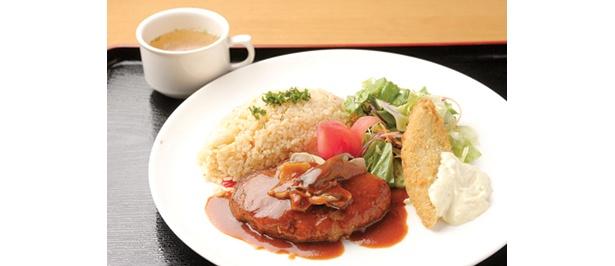 大田区の「レストラン アタブール」では、ハンバーグなどのシェフ自慢の洋食が500円!