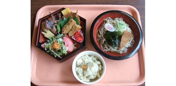葛飾区の食堂は、炊き込みごはんとおかずがつくセットで、なんと500円!