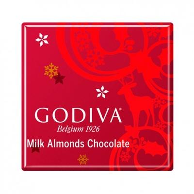 クリスマス限定のスクエア型チョコ「カレ ミルクアーモンド」。キャラメリゼしたアーモンドを包んだ、なめらかなミルクチョコレート