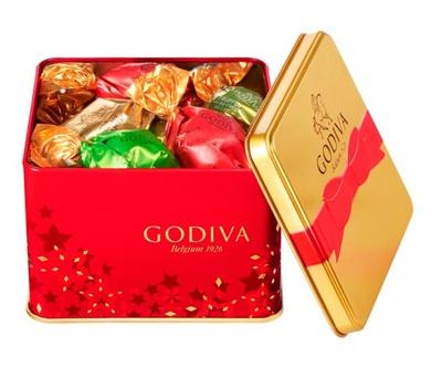 「ラッピングチョコレート クリスマス アソートメント」(12粒入2268円)。限定ラッピングのトリュフ ミルク・ダークを含む4種類のチョコを、クリスマス限定の缶に詰めわせた