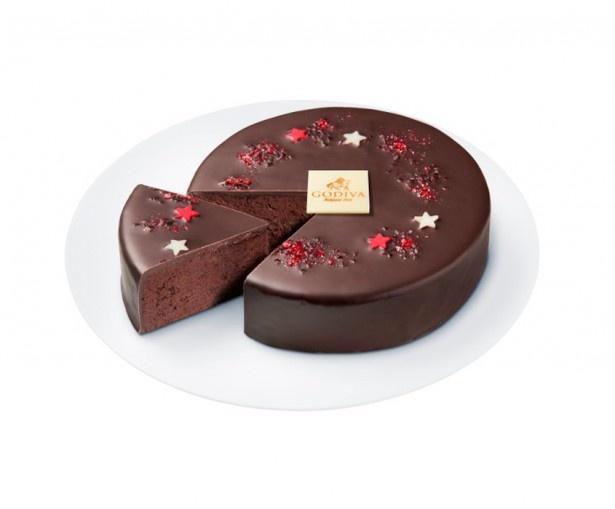 キラキラ輝く「ガトー オ ショコラ」(3780円)。深みのある味わいのチョコケーキに1つずつていねいに手作りした星型の砂糖菓子をデコレーション