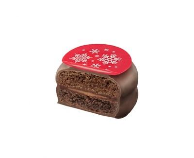 マカロンショコラ「アーモンド&プラリネ ミルクチョコレート」。ミルクチョコアーモンドガナッシュを2色のカカオマカロンでサンドした限定フレーバー