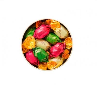 「ブールビスキュイ」(18個入3240円)。丸いクッキーをチョコでつなぎラッピング。抹茶・ミルクチョコ、ホワイトチョコの3種入り ※9個入1728円もあり