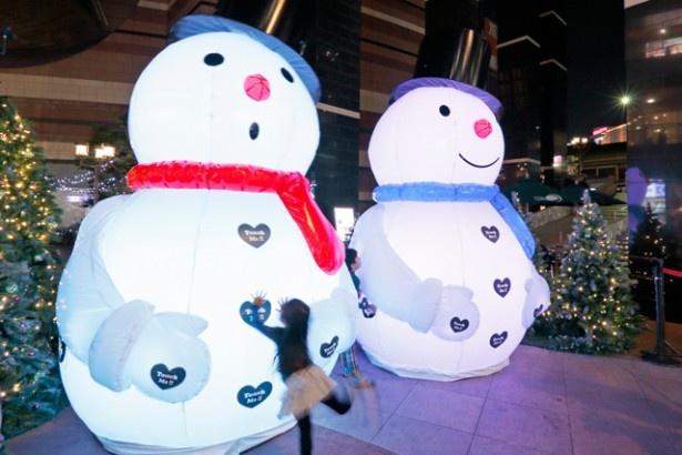 キャナルシティ地下1階のスターコートに登場する「たっち・みー・スノーマン」。タッチすると雪だるまが様々な反応をしてくれる