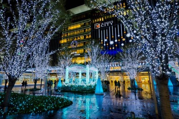 11月13日(金)に点灯式を行うJR博多駅前広場。スペシャルゲストとして歌手のBENIが登場する ※写真はイメージです