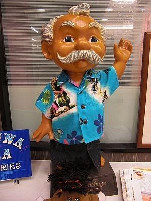"""ハワイの妖精""""メネフネ人形""""がお出迎え"""