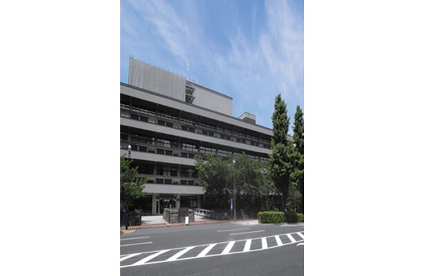 国立国会図書館は、地下鉄「永田町」駅2出口より徒歩5分