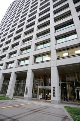 総務省は、地下鉄「霞ヶ関」駅A2出口よりすぐ
