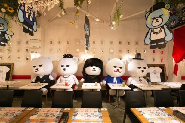 【写真を見る】BIGBANGメンバーが巨大KRUNKぬいぐるみに変身!?