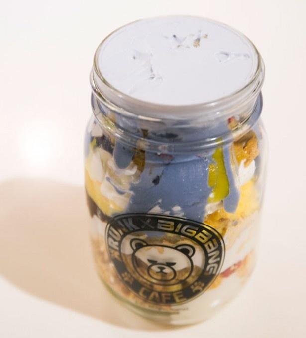 濃厚なパンプキンアイスと青いヨーグルトが入った「クランクパフェ」(1400円)は福岡限定メニュー