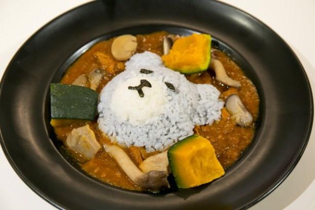 キノコとカボチャの旬素材を使った「タンドリーチキンの秋野菜カレー」(1730円)