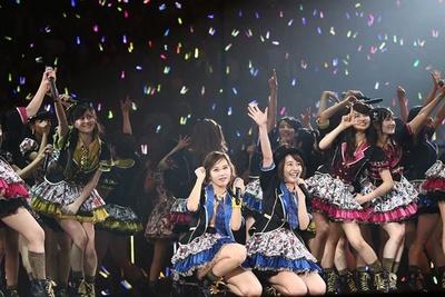 <3日目>門脇佳奈子(中央右)は笑顔で卒業を発表!