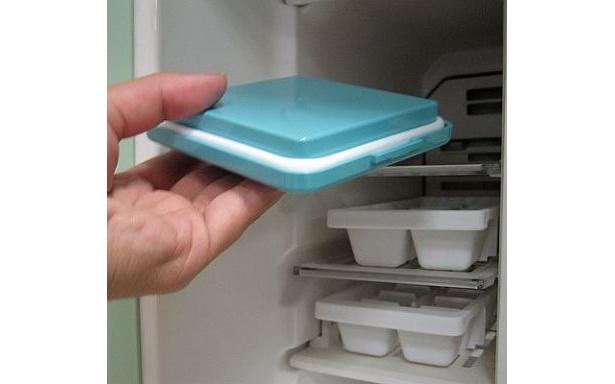 【使い方1】まず前夜に保冷剤入りのフタを冷凍庫へ