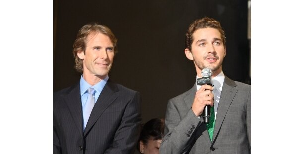 好感度大のシャイア・ラブーフ(右)とマイケル・ベイ監督