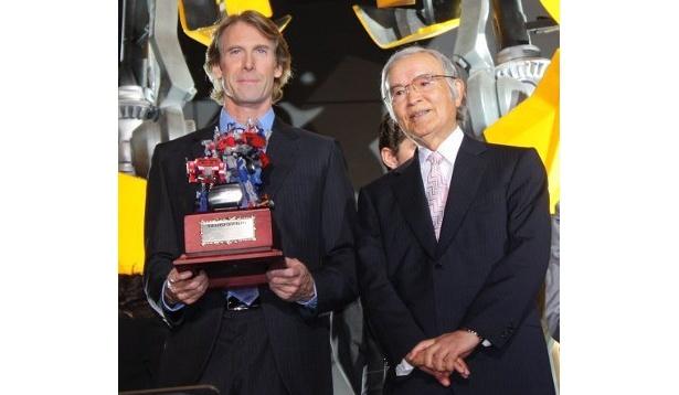 「トランスフォーマー」の創始者・佐藤安太氏が登壇し、マイケル・ベイに映画化のお礼を言っていた