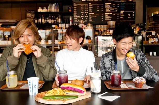 福岡ウォーカー12月号(11月20日発売)では、馬越琢己、坂田隆一郎、山田健登の3人が新店レポートに挑戦している