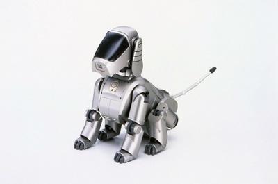 生産終了後も、その愛らしい姿としぐさに根強いファンを持つ、初代モデルのペットロボット「AIBO」